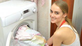 洗濯を楽しむ人の写真
