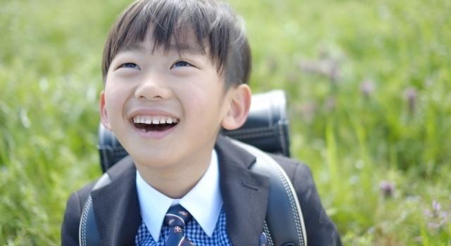 小学生の男の子の写真