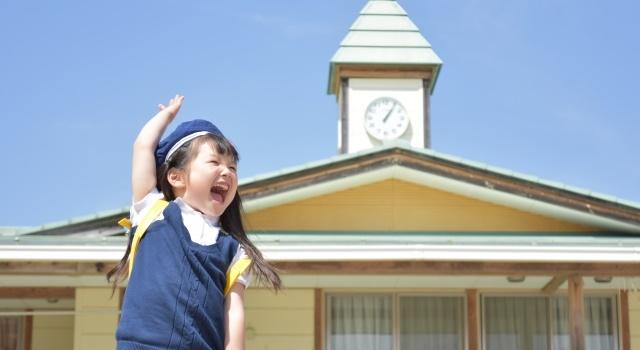 幼稚園に通う女の子の写真